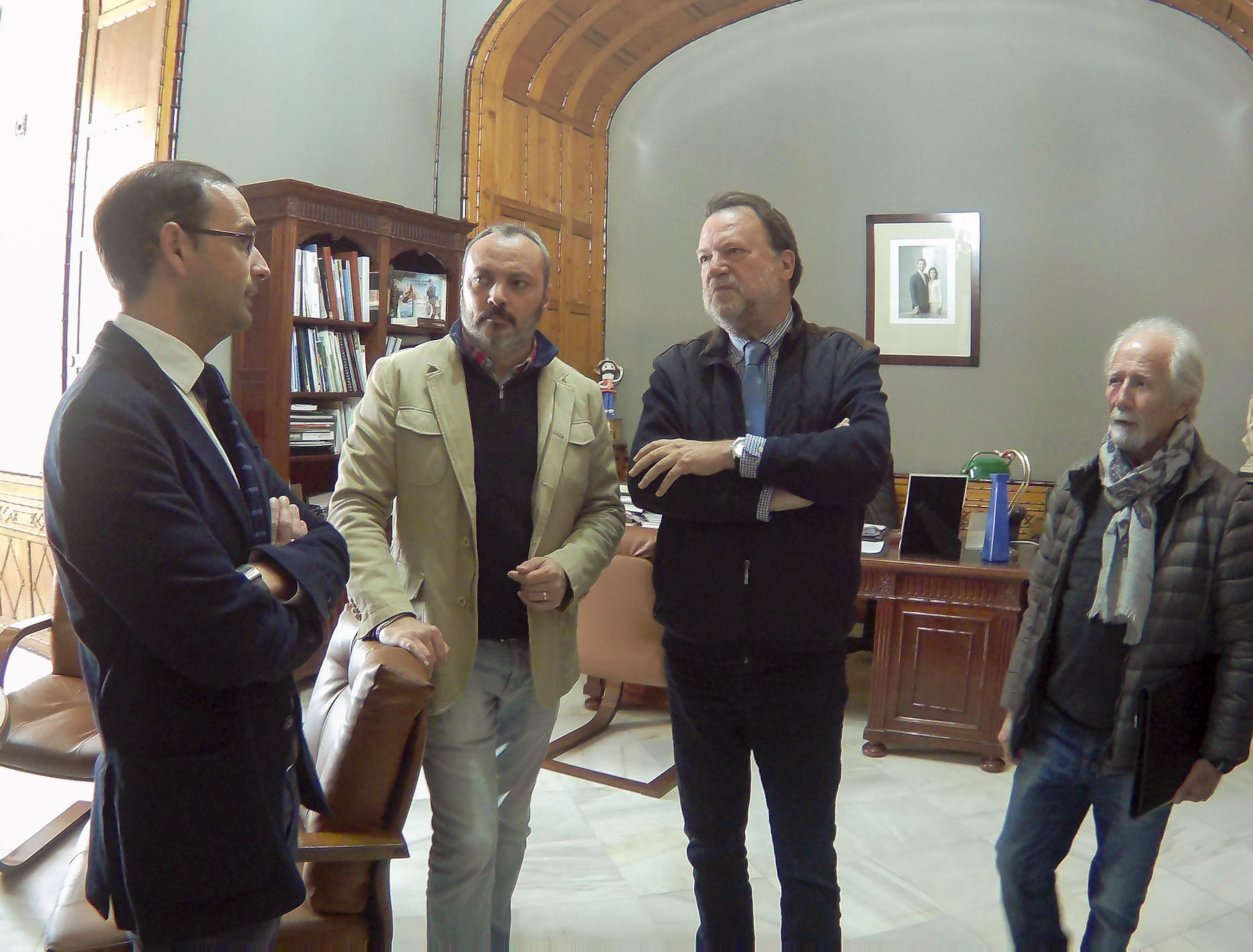 El alcalde recibe al comisario de la Conmemoración del V Centenario