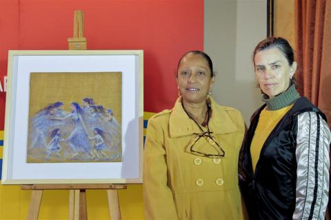 Teresa Rúa, junto a la autora de la obra, Caridad María Jiménez. (Foto: Mariqui Romero)