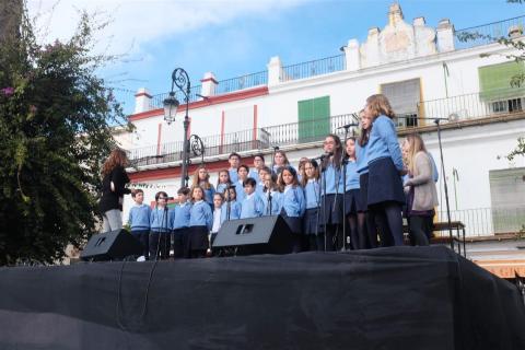 Momento de la actuación de uno de los coros (foto Nicolás García)