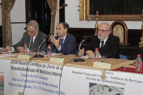 El alcalde durante la inauguración de la reunión (Foto: Mariqui Romero)