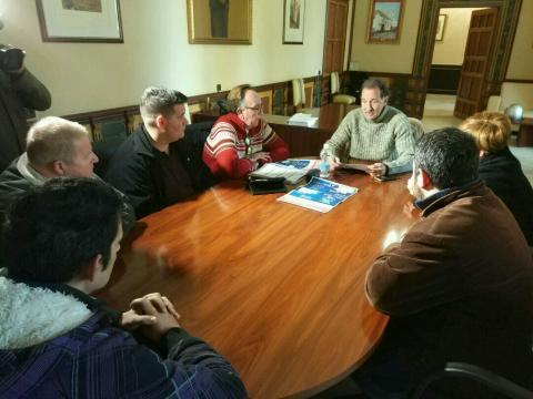 Reunión en la que se informa a las AAVV y barriadas de las actividades (foto: Mariqui Romero)