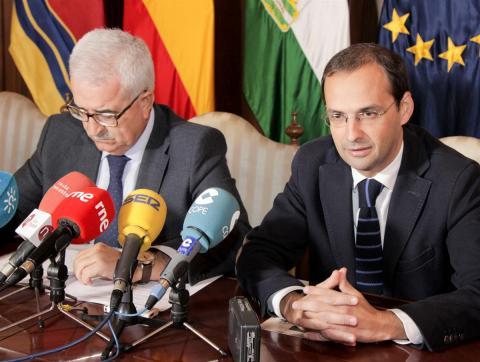 El alcalde de Sanlúcar, junto al vicepresidente de la Junta. (Foto: Mariqui Romero)