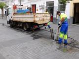Aqualia ha continuado con los trabajos de limpieza de los imbornales.