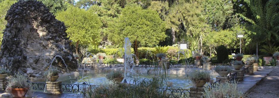 Fuente principal de los jardines del Palacio de Orleans